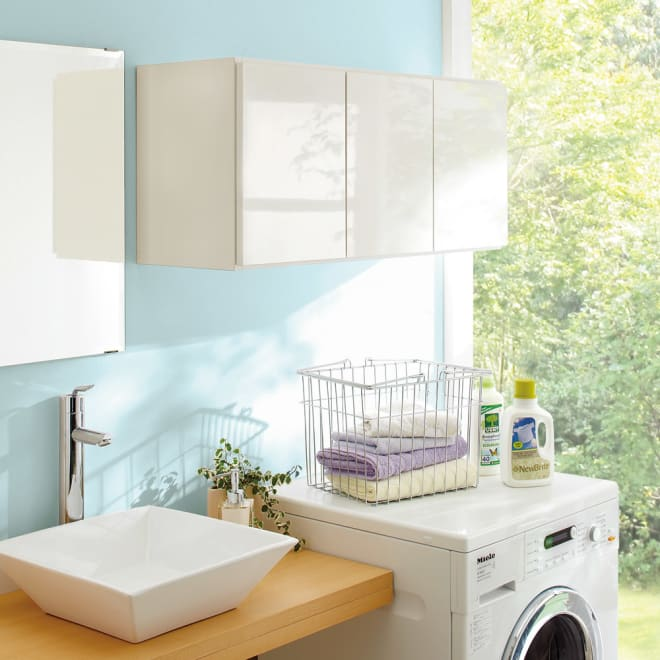 光沢仕上げ洗濯機上吊り戸棚 横型 幅89cm 洗濯機上をすっきりした収納空間に。洗濯機ラックが置けない方も壁面を有効活用できる吊戸棚なら設置できます。