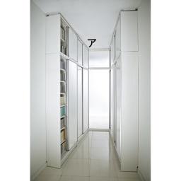 マンションにもぴったり引き戸式壁面収納本棚 扉 幅90奥行45cm ※お届けは本体のみです。上置きは別売りです。(ア)ホワイト 写真は奥行25cmタイプの本体、上置きとの組み合わせ例です。