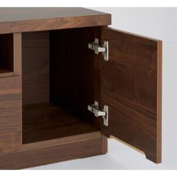 幅が10cm単位で選べるテレビ台 幅160cm 扉部はA4サイズの本など縦長の物を収納。