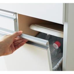 蓋開閉シンプルラインダストボックス 3分別 幅73.5cm フラップ扉の開閉と連動してペールのフタが自動で開く仕組み。