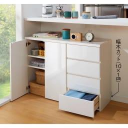 1cmピッチ&段違いで使えるハーフ棚板たっぷり収納庫 幅59高さ70cm 使用イメージ(ア)ホワイト ※お届けは(写真左)収納庫・幅59高さ70cmです。