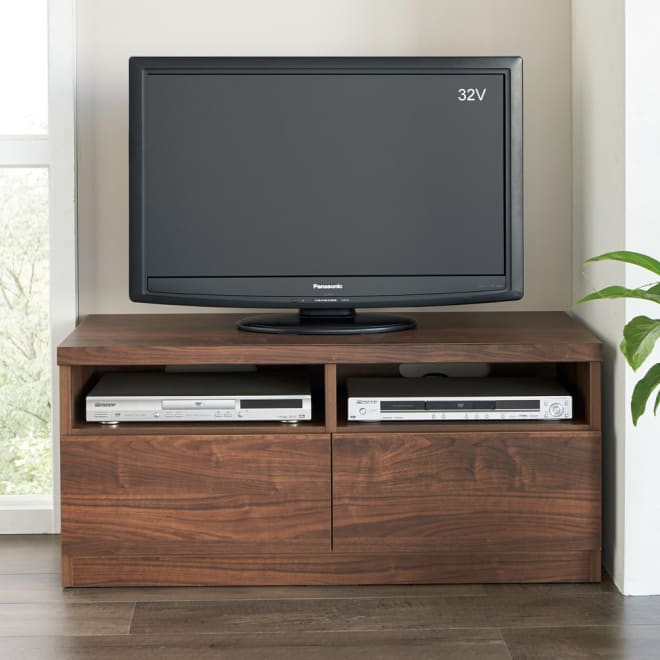 幅が10cm単位で選べるテレビ台 幅110cm コーディネート例 ※写真は幅100cmタイプです。 幅10cm単位で選べる9サイズバリエーション。置きたいところにフィット!