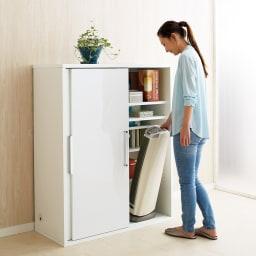 掃除機もしまえる引き戸本棚 幅100cm ミドルタイプ 女性も使いやすい高さのミドルタイプ。前後段違い棚板なので大量収納が叶います。(ア)ホワイト