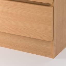 組立簡単チェスト4段 幅44高さ112cm 引き出し底面から床までは約10cm。引き出し開閉時にカーペットやラグと接触する心配はございません。