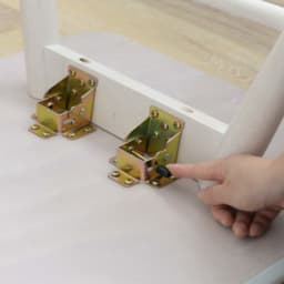 Sereno/セレノ 棚付き折れ脚テーブル(VT40110T) 折りたたむ際はストッパーを押しながら脚部を倒します。