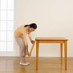 バタフライ伸長式ダイニング 5点セット(バタフライテーブル幅120~165cm+チェア2脚組×2) 【伸長方法1】天板を持ち上げます。 写真は幅75cmタイプです。
