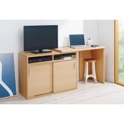 伸縮デスク&テレビ台 幅100~160cm 伸長時の使用イメージ(ウ)ナチュラル右デスク ※スツールは商品に含まれません。