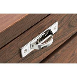 ニレ天然木ハイド薄型キャビネット 引き出し D型の回転取っ手を採用。使わない時はしまっておけて、見た目もすっきり。
