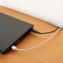 スクエアレッグデスク 幅150奥行60cm 配線はデスク天板奥のかきこみに通せます。