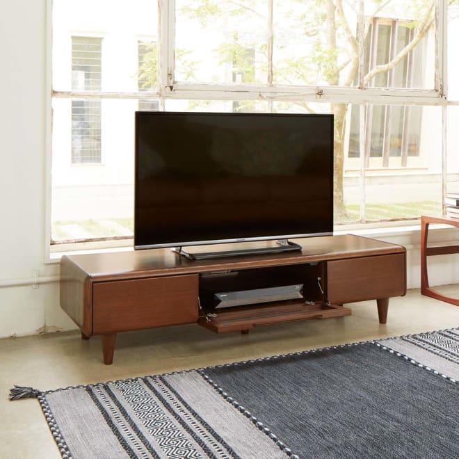 丸い角が優しいテレビ台 幅150cm 天然木で仕上げた柔らかな丸みが優しい。