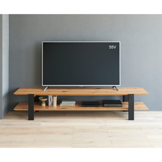 オーク天然木オープンテレビボード 幅180cm コーディネート例 ※写真は幅200cmタイプです。 すっきりとした、生活感を感じさせない雑誌から抜け出してきたようなスタイルが魅力的。