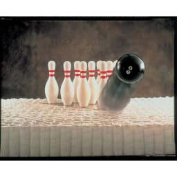 Simmons シモンズ カーブステーションベッド 6.5インチ ゴールデンバリューマットレス(GV) 独自開発されたポケットコイルマットレスで、マットレスにボールを落としても一本のピンも倒れない。下のコイルだけが反応し振動が伝わらないことを示します。