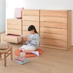 【日本製】隠しキャスター付 角が丸くて安心な総桐チェスト 幅79cm・4段【完成品】 お子様のいる家庭でも安心してお使いいただけます。 ※お届けは4段タイプです。