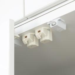 【日本製】いろいろ収納できるワードローブ ハンガー2段 幅60cm 耐震金具 すべての扉に耐震金具が付いています。