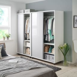 移動らくらく&大量収納 光沢引き戸クローゼット 幅90cm 収納量たっぷり、収納物も洋服からカバンから小物から雑貨まで色々と入れられるシンプルな収納庫なので、どんなお部屋にもマッチいたします。