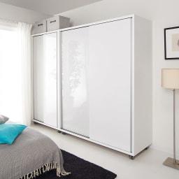 移動らくらく&大量収納 光沢引き戸クローゼット 幅150cm 扉をしめれば美しい光沢が生活感をきれいに隠します。