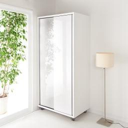 移動らくらく&大量収納 光沢引き戸クローゼット 幅90cm 扉をしめれば美しい光沢が生活感をきれいに隠します。