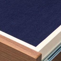 トレー収納で小物も整理 ドレスアップ薄型壁面ワードローブ ハンガー&棚 トレー収納の底面はフェルト貼り仕様。