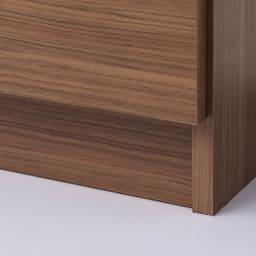 トレー収納で小物も整理 ドレスアップ薄型壁面ワードローブ ハンガー&棚 台輪部の高さは約8cm。引き出しや扉の開閉時にカーペットやラグを引きずる心配はございません。