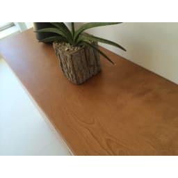 木目が美しいスクエアキャビネット 幅111cm 6枚扉 きめこまやかな木目が美しい樺(カバ)材をあしらいました。