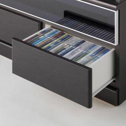 LDK壁面収納(高さ200cm) レンジ収納 板扉 幅58cm 最下段に引き出し収納が2杯。DVDやブルーレイディスク、CD、ゲームソフト、リモコン、説明書類の収納に便利です。ストッパー付きスライドレールを採用しているため開閉もらくらくです。