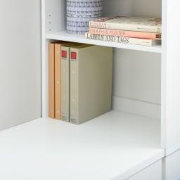 清潔に安心して使える 配線すっきりデスクシリーズ サイドラック・幅30cm奥行60cm高さ180cm 中天板はデスクと並べると高さが合うので、作業スペースとして使うことができます。