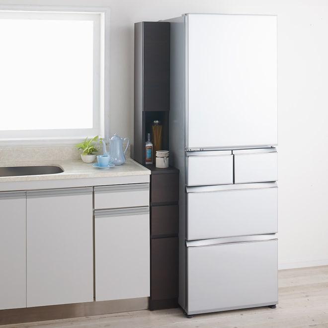 1cmピッチで幅が選べるキッチンすき間収納庫 ハイタイプ高さ180cm 下台引き出しタイプ・上部扉(左開き) 【幅15~29cm】 (エ)ダークオーク ※写真は幅18cmです