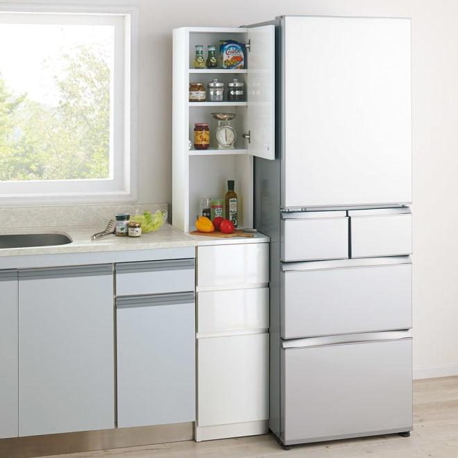 1cmピッチで幅が選べるキッチンすき間収納庫 ハイタイプ高さ180cm 下台引き出しタイプ・上部扉(右開き) 【幅30~45cm】 (ア)ホワイト(光沢) ※写真は幅33cmです