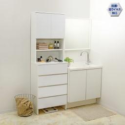 清潔に安心して使える 家電が使えるコンセント付き 多機能洗面所チェスト 幅60cm 中天板には2口コンセント付き。ヘアアイロンやドライヤーがお使いいただけます。忙しい朝の準備にも便利です。