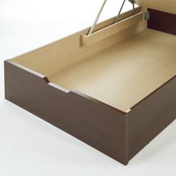 ガス圧跳ね上げベッド(西川ベッドポケットコイルマットレス付き) 棚付き【セミダブル】 底板は化粧仕上げなので、衣類を直に収納できます。