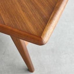 Chapter/チャプター リビングテーブル センターテーブル 天板のエッジ部分は角を取った丸み。削り出した天然木無垢材を使用しています