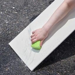 靴が出し入れしやすい下段オープンシューズボックス 扉ハイ・幅75.5cm 棚板はプラスチック製なので水洗いできて清潔に保てます。