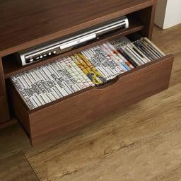 北欧風脚付き引き戸テレビボード 幅180cm 引き出しはDVDやCDなどをたっぷりと収納できます。