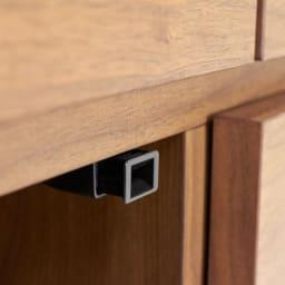 Aterre(アテール) PCデスクシリーズ キャビネット 幅120.5cm プッシュ扉様子。