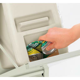 スリムな分別ダストボックス 15L縦型2分別 15Lペールはふた(1個)付き。ふたを外さなくてもゴミ捨てできるスイング投入口。