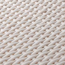 前後どちらからでも引き出せるラタン調ランドリーワゴン 2段 高さ80cm (イ)ホワイト 涼しげな色と、ラタンそっくりですが天然素材特有のささくれがなく、通気性のよい編み方です。