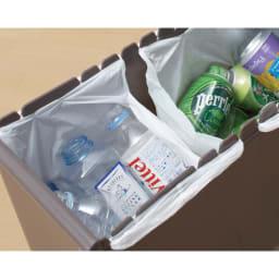 分別スウィングステーション(ダストボックス) 4段・ハイタイプ 引き出しの内部はレジ袋が掛けられて分別できます。