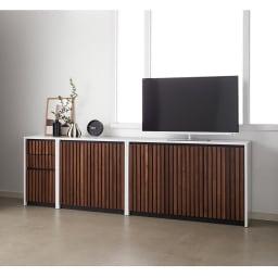 Xylo/シロ ストライプシリーズ キャビネット幅76.5cm 上にテレビおいて、テレビ台・リビングボードとしても使用できます。