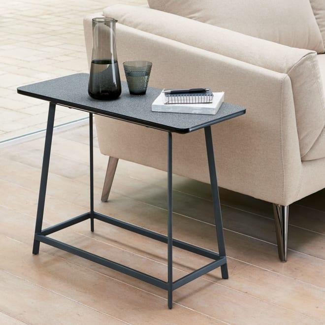 Hellen/ヘレン セラミック調サイドテーブル 角型 [使用イメージ]ブラック
