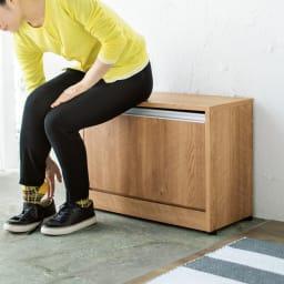 座れるシューズ収納ベンチ 幅60cm 靴の脱ぎ履きに便利なベンチ兼用です。