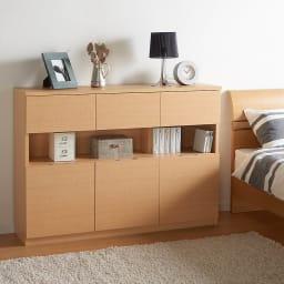 全部引き出し カウンター下収納庫 幅120cm 寝室のベッドサイドの収納にもオススメの、飾り棚付き収納庫です。 (ア)ナチュラル