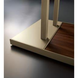 スティッククリーナースタンド プレミアムモデル セット(スタンド+収納力アップパーツ3個組)(シャンパンゴールド) 台座部分はあえて従来品よりも重さを出すことで安定性を出しました。