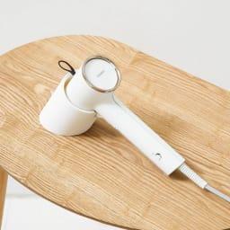 コンパクト衣類スチーマー ちょい置きに便利なスタンド付き。