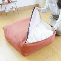 クッションになる布団収納袋 色が選べるお得な2枚セット (ウ)オレンジ 大きく開き、たたんだ布団を簡単に入れられます。
