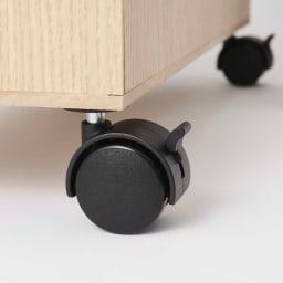 奥行きスリム収納ストッカー スリムタイプ キャスター付きで移動もスムーズ。ストッパー付きなので固定したいときも便利。