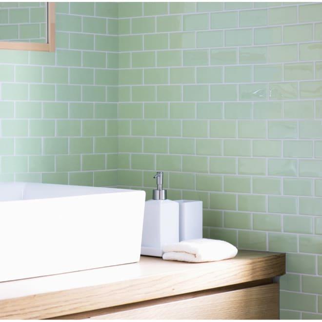 3Dモザイクタイルシール 使用例(エ)アップルグリーン 貼るだけで洗面所もよりクリーンな印象に! ※写真は約9枚使用しています。