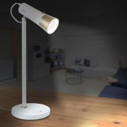 充電式LEDスタンドライト 点灯時