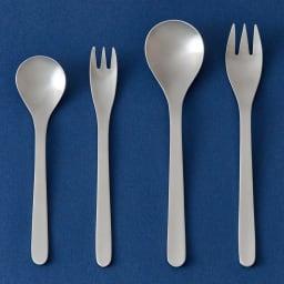 """柳宗理 ナイフ&フォーク&スプーン 3本セット お届けするのは右の大きいスプーンと""""フォーク""""です。左の小さい2つは別売りの""""ティースプーン、ケーキフォーク""""です。"""