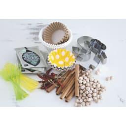 スパイスステーション15ポット 小袋の調味料やピック類、ティーバッグやクッキー型などのこまごまアイテムを整理整頓。