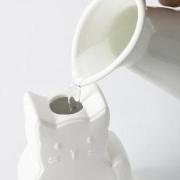 パーソナル気化式加湿器 裏側に水を注ぎ入れる穴があいています